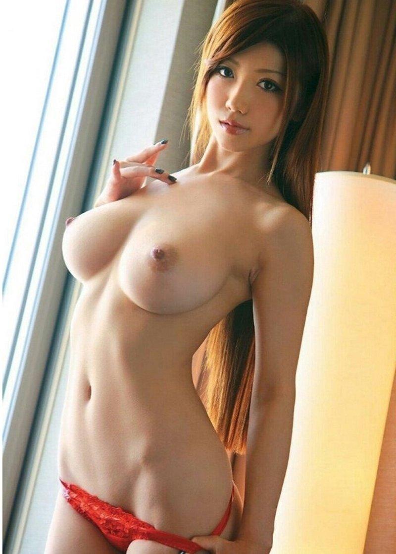 Милые голенькие японочки, посмотреть как извращенцы ласкают женскую грудь